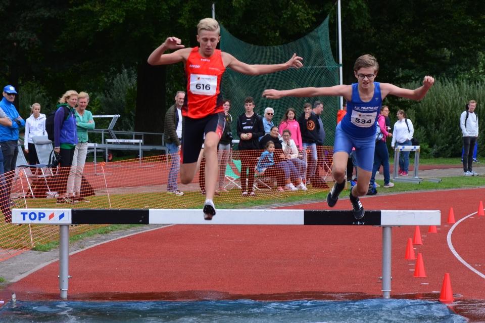 Leroy Oostman maakt geslaagd debuut tijdens NK C-junioren op de 1500m Steeplechase
